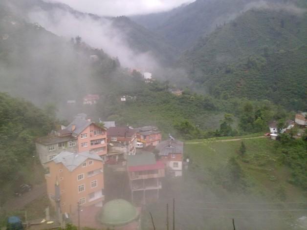 Çatak Köyünde yağışlı hava etkili oluyor.