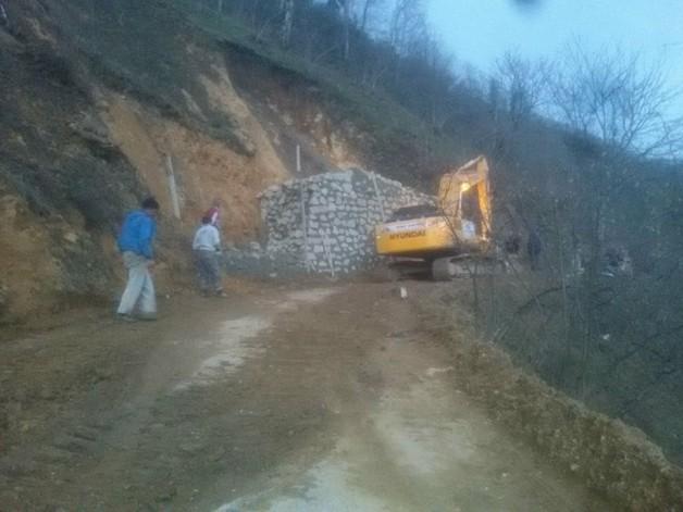 Köy Yolunda Çalışma Var !!!