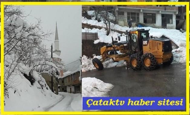 1.5 metre kar yağdı yollar kapanmadı! İş makineleri gece gündüz nöbette.