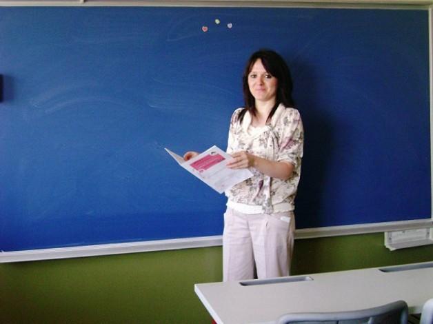 Arife öğretmen göreve başladı.